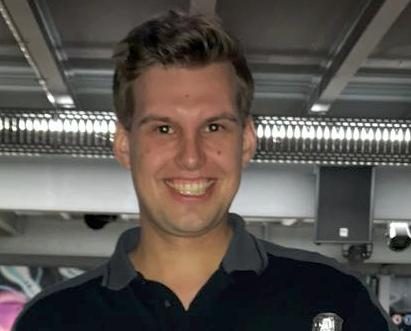 Tristan Schröder spielt 300 in der LLH9